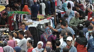 Pasar Tanah Abang Dipadati Pengunjung