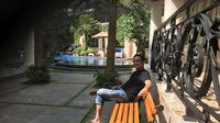 Andre Taulany sedang bersantai di rumahnya. (dok.Instagram @andreastaulany/https://www.instagram.com/p/BkMloDogtCl/Henry