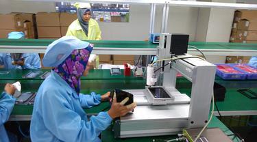 Suasana pabrik Advan di Semarang.
