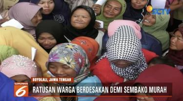 Ratusan warga Boyolali, Jawa Tengah, berebut sembako murah dari kampanye seorang anggota DPR yang kembali maju jadi calon legislatif.
