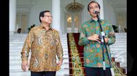 Presiden Joko Widodo memberikan keterangan kepada pers terkait kedatangan Ketua Umum Partai Gerindra Prabowo Subianto di Istana Bogor, Jawa Barat, Kamis (29/1/2015). Kedatangan Prabowo untuk bersilaturahmi dengan Jokowi. (Liputan6.com/Faizal Fanani)
