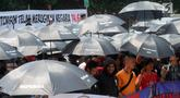 Massa Serikat Pekerja JICT dan FPPI berunjuk rasa di depan Gedung KPK, Jakarta, Selasa (18/12). Massa mendesak KPK mengusut tuntas dugaan korupsi perpanjangan kontrak JICT kepada investor Hong Kong, Hutchison Port. (Merdeka.com/Dwi Narwoko)
