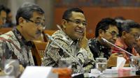 Menperin Saleh Husin saat Rapat Kerja dengan Komisi VI DPR RI, Senayan, Jakarta, Selasa (19/4). Rapat membahas Realisasi Anggaran 2016 pada Triwulan I dan Progres pelaksanaan Anggaran 2016. (Liputan6.com/JohanTallo)