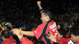 Selama 19 tahun Indonesia harus bersabar menanti piala yang menjadi lambang kebanggan kejuaraan beregu putra itu kembali ke pelukan. (AFP/Goh Chai Hin)