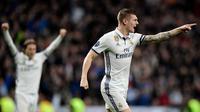 Gelandang Real Madrid Toni Kroos merayakan gol ke gawang Napoli pada laga Liga Champions di Santiago Bernabeu, Madrid, Rabu (15/2/2017). (AFP/Javier Soriano)