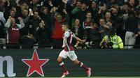 Pemain West Ham, Manuel Lanzini  merayakan golnya ke gawang Tottenham pada lanjutan Premier League di London Stadium (5/5/2017). Tottenham kalah 0-1. (AP/Kirsty Wigglesworth)