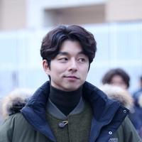 Hal itu terungkap dari tipe wanita idaman dari pemain film Train to Busan ini. Seperti yang dilansir dari Naver, Gong Yoo mengaku senang dengan wanita yang punya penampilan biasa saja. (Foto: Soompi.com)