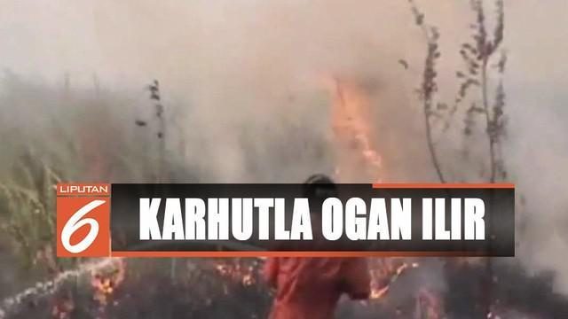 Petugas masih terus memadamkan kebakaran di Kebun Raya Sriwijaya, Ogan Ilir, Sumatra Selatan.
