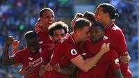 Selebrasi para pemain Liverpool setelah Georgiono Wijnaldun menjebol gawang Cardiff City pada lanjutan Premier League di Cardiff City Stadium, Minggu (21/4/2019). (AFP/Geoff Caddick)