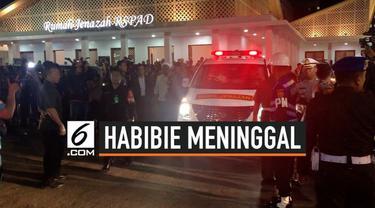 Jenazah Presiden ke-3 BJ Habibie tiba di rumah duka di Patra Kuningan XIII Blok L XV Kav 5, Kuningan, Jakarta Selatan usai dibawa dari RSPAD Jakarta. BJ Habibie meninggal di rumah sakit tersebut pada pukul 18.05 WIB.
