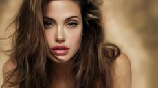 Tutorial Make-up Agar Mirip Angelina Jolie
