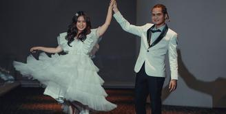 Tissa Biani dan Dul Jaelani sudah sembilan bulan menjalin hubungan sebagai pasangan kekasih. Berbeda dari sebelumnya, Tissa merasakan perubahan yang terjadi pada sang kekasih. Baginya, kini Dul semakin perhatian dibandingkan awal masa pacaran yang terbilang cuek. (Instagram/tissabiani)