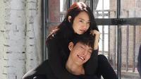 Seorang reporter lainnya tentang kemesraan Kim Woo Bin dan Shin Min Ah, walaupun mereka saat ini sedang mengalami masalah. (Foto: Soompi.com)
