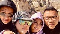 Ashanty menikmati liburan ke Turki. Ia juga mengunggah sejumlah foto kemesraannya saat berada di sana (Dok.Instagram/@ashanty_ash/https://www.instagram.com/p/BvT4mJGA_c0/Komarudin)