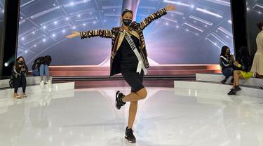 Ayu Maulida Kenakan Tapis Lampung Jelang Grand Final Miss Universe 2020