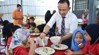 Program pemerintah Malaysia yang menyediakan makan gratis bagi siswa-siswi SD. (Source: Facebook)
