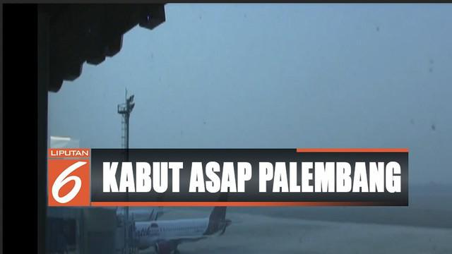Akibatnya keberangkatan tiga pesawat ke sejumlah kota tertunda. Sementara tiga pesawat kedatangannya juga tertunda sampai pukul 07.30 WIB.