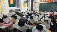 Alat anti-menyontek murah meriah dari koran. (Weibo)
