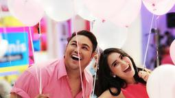 """Saat momen Valentine, Ivan Gunawan mengunggah foto kebersamaannya dengan Ayu Ting Ting. """"valentine is every day,"""" tulis Igun sebagai keterangan foto. (Foto: instagram.com/ivan_gunawan)"""