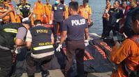 Evakuasi korban Lion Air JT 610 yang jatuh di Tanjung Karawang. (Merdeka.com)