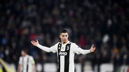 1. Masuk Nominasi - Raihan 15 kali masuk sebagai nominasi Ballon d'Or menajdikan Ronaldo satu-satunya pemain yang merasakan hal tersebut. Ronaldo masuk nominasi sejak tahun 2004 hingga 2018. (AFP/Marco Bertorello)