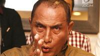 Ketua Umum PSSI Edy Rahmayadi saat jumpa pers terkait meninggalnya suporter Persija, Haringga Sirila, di Jakarta, Selasa (25/9). PSSI menghentikan sementara waktu Liga 1 2018 sebagai salah satu bentuk keprihatinan. (Liputan6.com/Herman Zakharia)