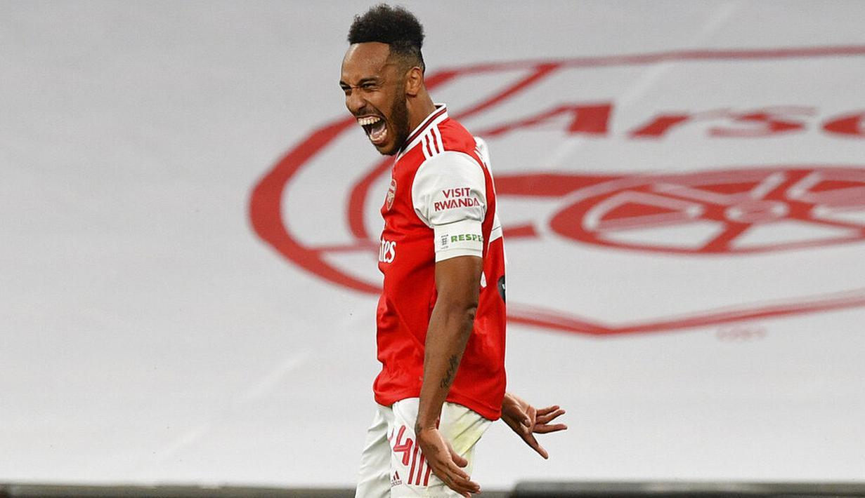 Striker Arsenal, Pierre-Emerick Aubameyang, melakukan selebrasi usai mencetak gol ke gawang Manchester City pada laga Piala FA di Stadion Wembley, Sabtu (18/7/2020). Arsenal menang 2-0 atas Manchester City. (AP Photo/Justin Tallis,Pool)