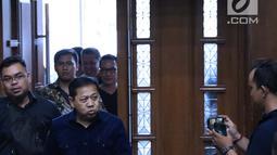 Mantan Ketua DPR, Setya Novanto bersiap menjadi saksi pada sidang lanjutan dugaan suap pembangunan PLTU Riau-1 dengan terdakwa Idrus Marham di Pengadilan Tipikor, Jakarta, Selasa (19/2). (Liputan6.com/Helmi Fithriansyah)