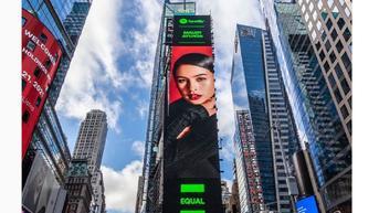 Wajah Maudy Ayunda Juga Muncul di Billboard Times Square New York City untuk Kampanye Equal