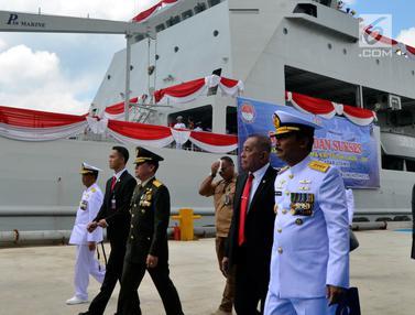 Menhan Ryamizard Ryacudu Terima Kapal Angkut Tank KRI Teluk Lada 521