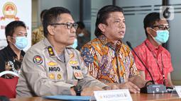 Direktur Tindak Pidana Umum Bareskrim Polri Brigjen Pol Ferdy Sambo (tengah) memberikan keterangan dalam rilis Kasus Kebakaran Kejagung di Bareskrim Mabes Polri, Jakarta, Jumat (13/11/2020). Penyidikan perkara berlangsung 20 hari. (Liputan6.com/Faizal Fanani)