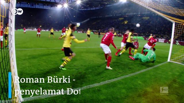 Berita video kiper Roman Burki menjadi pahlawan Borussia Dortmund pekan ini di Bundesliga 2018-2019 saat menghadapi Mainz 05, Sabtu (13/4/2019).
