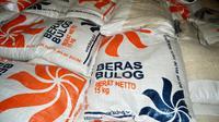 Para pedagang umum di beberapa pasar tradisional Bengkulu mulai merubah strategi dengan ikut menjual beras milik Bulog (Liputan6.com/Yuliardi Hardjo)