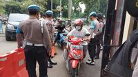 Polres Bogor perketat penjagaan pintu masuk bagi pengunjung. (Foto: Achmad Sudarno/Liputan6.com).