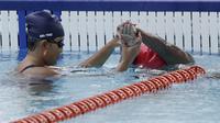Atlet renang Asian Para Games Indonesia melakukan latihan di Stadion Akuatik, GBK, Jakarta, Jumat (05/10/2018). Latihan tersebut juga dalam rangka adaptasi kolam renang jelang pertandingan. (Bola.com/M Iqbal Ichsan)