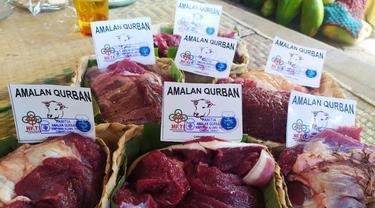 Deretan bungkus besek beragam ukuran yang digunakan pengurus HKTI Garut, Jawa Barat dalam pembagian daging hewan kurban.