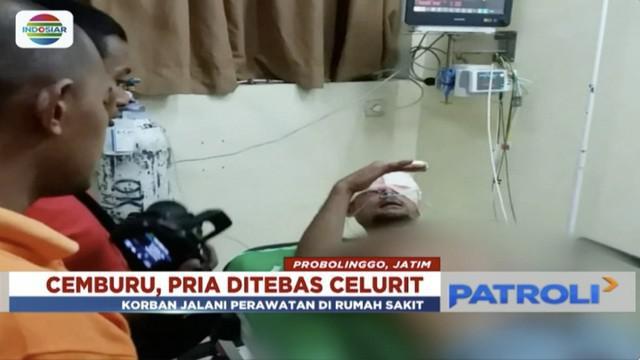 Seorang pria ditebas teman dengan celurit lantaran diduga ada perselingkuhan.