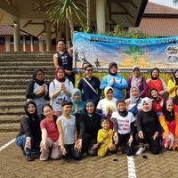 Menyenangkan! Di Depok ada komunitas yoga tiap Minggu pagi di Universitas Indonesia. (Sumber foto: