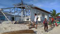 Masjid korban abrasi pantai di Pulau Ambo