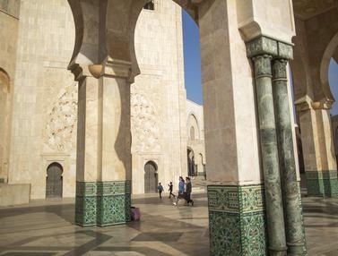 Mengunjungi Masjid Terbesar di Maroko