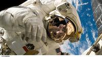 Ilustrasi Astronot Bermain Game (sumber: pixabay)
