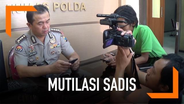 Polda Jawa Timur ungkap perkembangan penyelidikan pembunuhan dan mutilasi sadis di Blitar. Polisi menduga pelaku lebih dari satu orang.