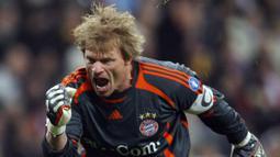 Oliver Khan menjadi salah satu kiper tertua yang pernah membela Timnas Jerman. Pertandingan terakhirnya yaitu pada Euro 2004 ketika melawan Timnas Republik Cezka. Saat itu usianya menginjak 35 tahun 8 hari. (Foto: AFP/Javier Soriano)