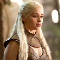 Emilia Clarke dalam serial Game of Thrones. (yukatan.com.mx)