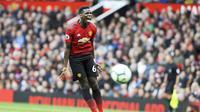 Ekspresi gelandang Manchester United, Paul Pogba, saat pertandingan melawan Wolverhampton Wanderers pada laga Premier League, di Stadion Old Trafford, Sabtu (22/9/2018). Manchester United ditahan 1-1 oleh Wolverhampton. (AP/Rui Vieira)