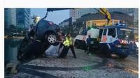Mobil Land Rover Masuk Kolam Bundaran HI (Foto: Instagram TMC Polda Metro)