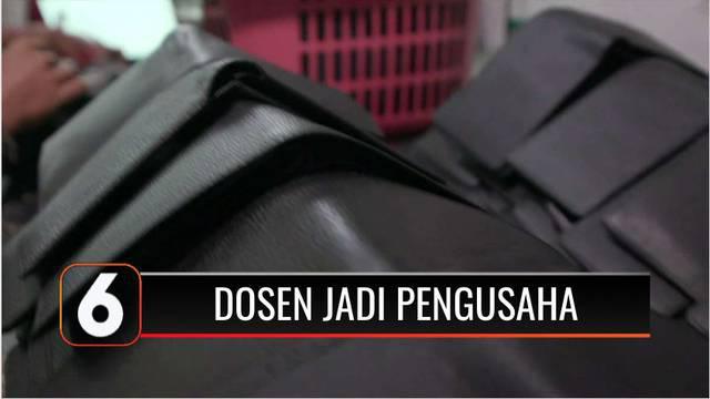 Pandemi Covid-19 yang tak kunjung berakhir membuat Sumantri, seorang dosen di salah satu kampus di Kabupaten Tangerang, memutuskan untuk menggunakan waktu luangnya dengan berwirausaha dompet kulit. Tujuannya bukan hanya untuk dirinya sendiri.