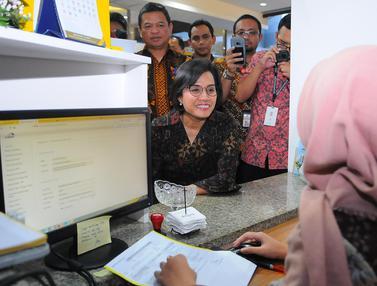 Sri Mulyani Cek Proses Laporan SPT di Kantor Pajak