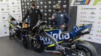 Meski sama-sama memperkuat tim satelit Avintia, Luca Marini (kiri) dan Enea Bastianini tampil dengan livery berbeda pada MotoGP 2021. (MotoGP)