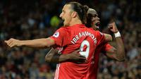 Dua pemain Manchester United, Zlatan Ibrahimovic dan Paul Pogba, merayakan gol ke gawang Southampton. Ibrahimovic resmi kembali perkuat Manchester United. (AFP/Oli Scarff)